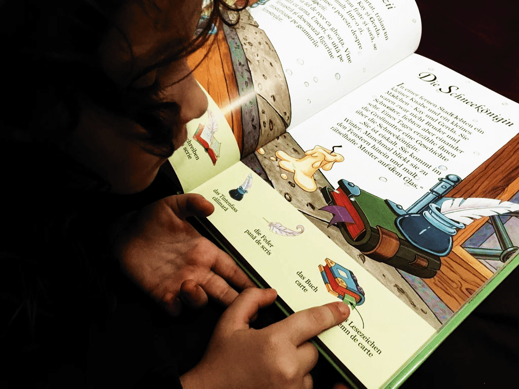 Citim cu voce tare in limba germana si in limba engleza cu copiii